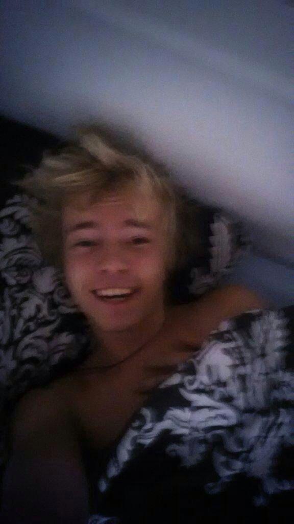 robin van zomaer in bed.