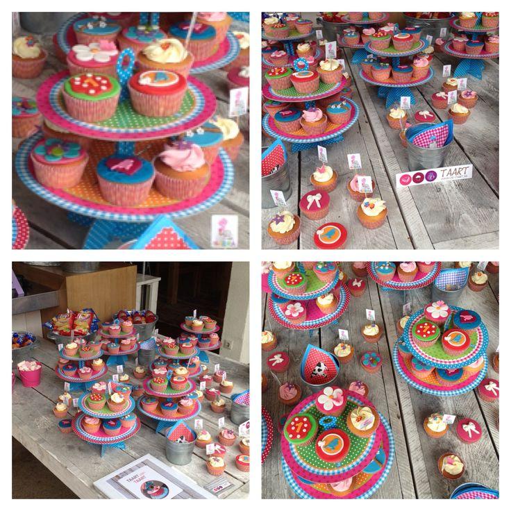 Gezellige tafel voor een verjaardag met cupcake!!