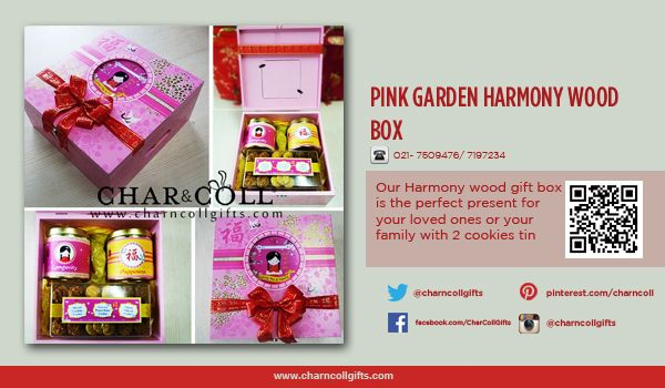 Our Harmony wood gift box is the perfect present for your loved ones or your family with 2 cookies tin, and hardtop jars filled almond cornflake cookies, coconut peanut butter cookies, and organic oatmeal cookies. Each box comes with ribbon and greeting card for accent your Chinese New Year gifts. http://www.charncollgifts.com/