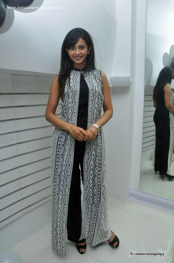 Rakul-Preeth-Singh-ay-Divazea-Store-Launch-(5)