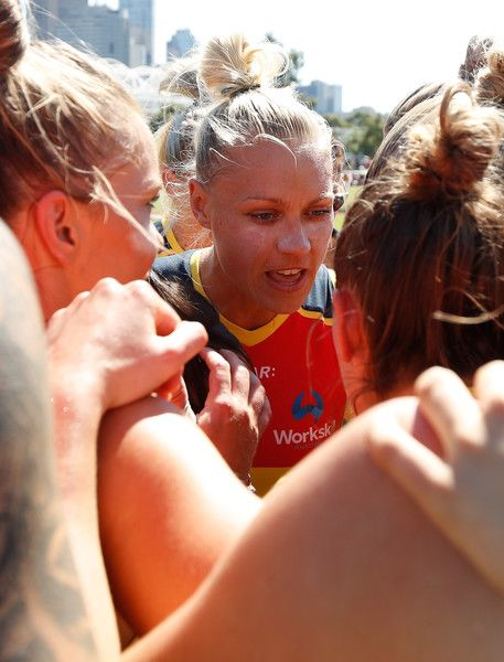 Erin Phillips Photos Photos - Erin Phillips of the Crows speaks with her players during the 2017 AFLW Round 07 match between the Collingwood Magpies and the Adelaide Crows at Olympic Park Oval on March 19, 2017 in Melbourne, Australia. - AFL Women's Rd 7 - Melbourne v Fremantle