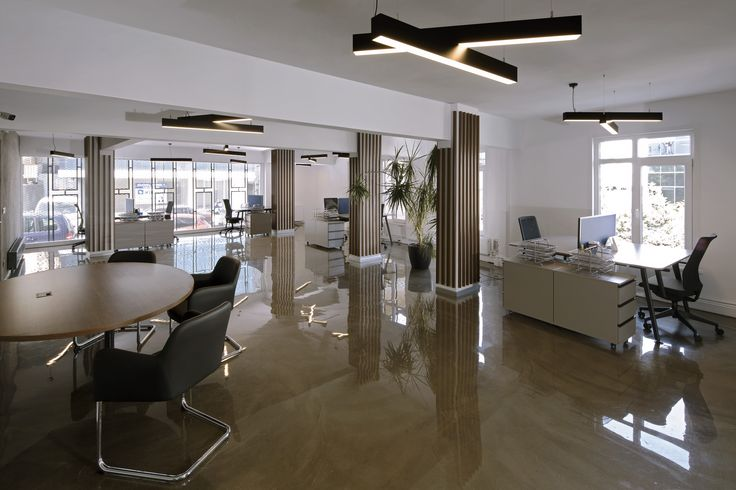 Maxtrans is a very unique office project by Boyman Arslan Architects. The concrete floor covered by epoxy, reflects the special lightings designed by Boyman Arslan Architects.