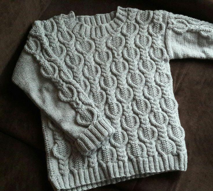 Szary sweter na drutach