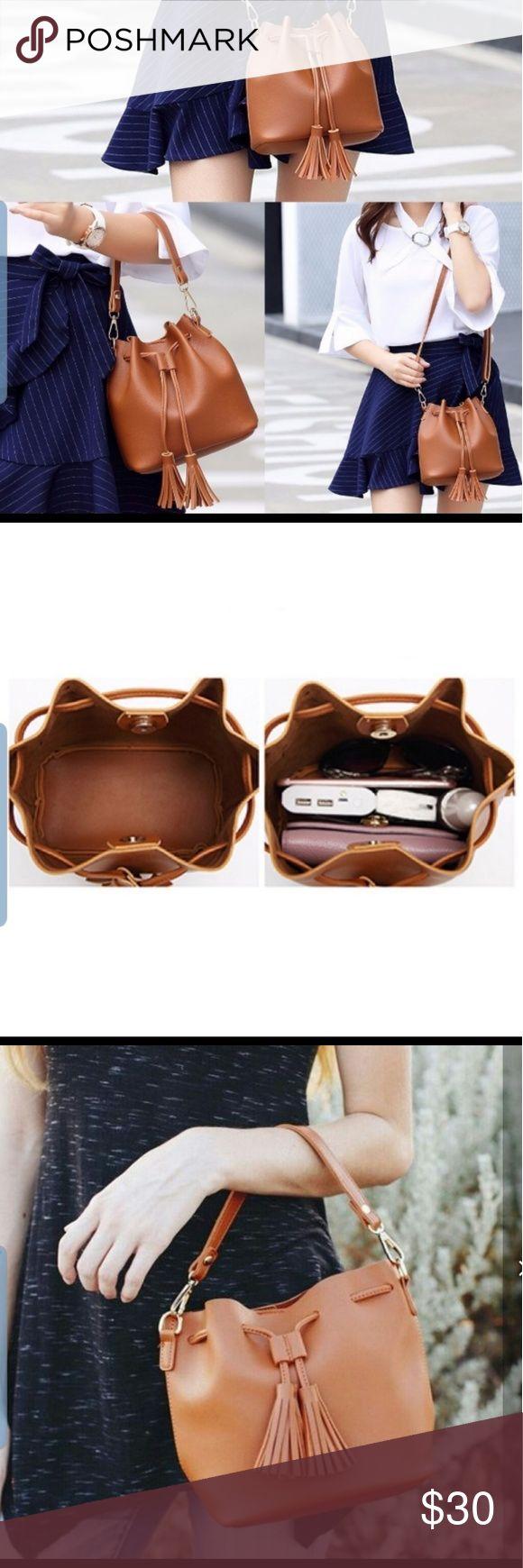 Kleine braune Einkaufstasche aus Kunstleder. NWT Süßer Kordelzug aus Kunstleder …