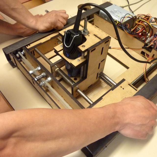 Ces séquences permettent de mener un atelier pour la fabrication d'une mini fraiseuse numérique en kit (mini-CNC) Site dédié à cette machine : http://www.repairablemachines.com/
