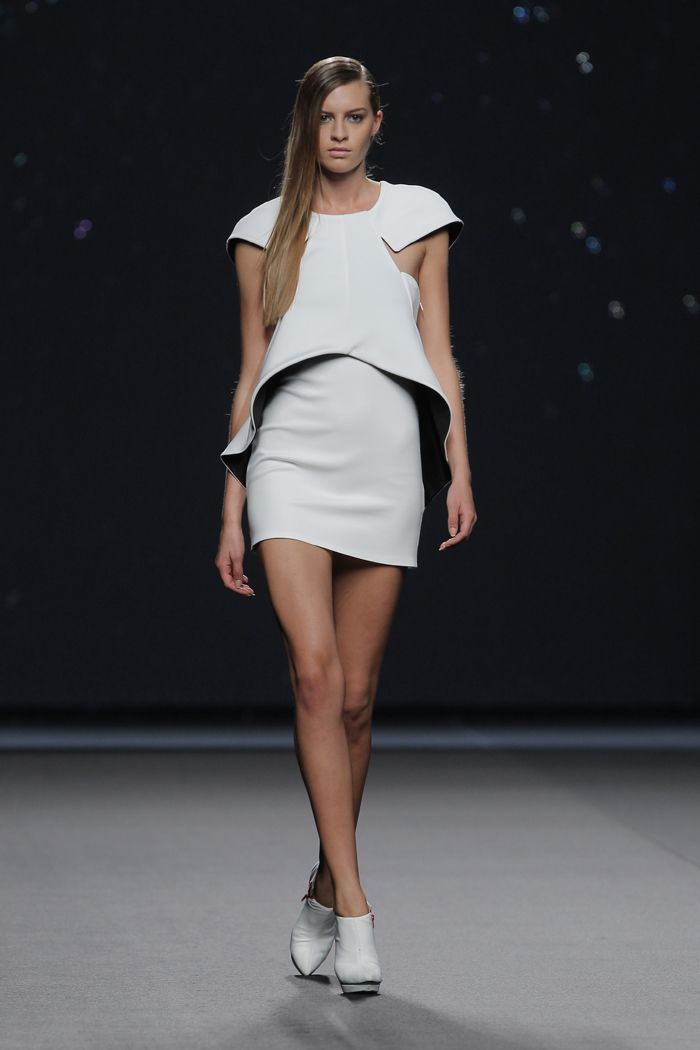 Amaya Arzuaga Fashion Week Paris 2015
