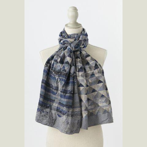 MILAN col 4 bleu de Chine. Motifs géométriques à la façon des origamis ou losanges scandinaves ... mais aussi un hommage à la Maison Missoni ! #milan #létol #letol #étole #bio #tissagejacquard #foulard #chèche