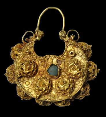 Fine, Gold Earring set with Turquoise Iran, Iraq or Syria circa 11th-12th century