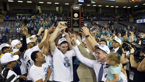UNCW soars back into NCAA Tournament for first time in 10 years with OT win over Hofstra http://www.midmajormadness.com/colonial-athletic-association/2016/3/7/11176462/game-recap-unc-wilmington-hofstra-caa-final-score-highlights?utm_campaign=midmajormadness&utm_content=chorus&utm_medium=social&utm_source=twitter …