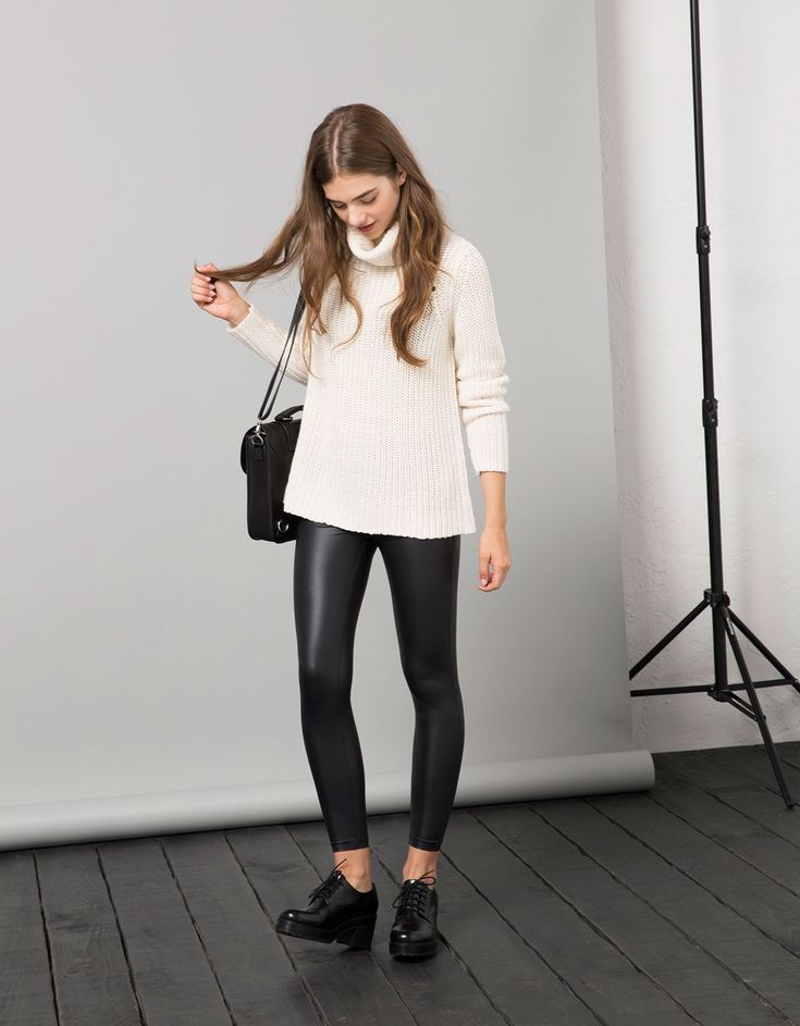 BSK vinyl leggings - Trousers - Bershka Serbia