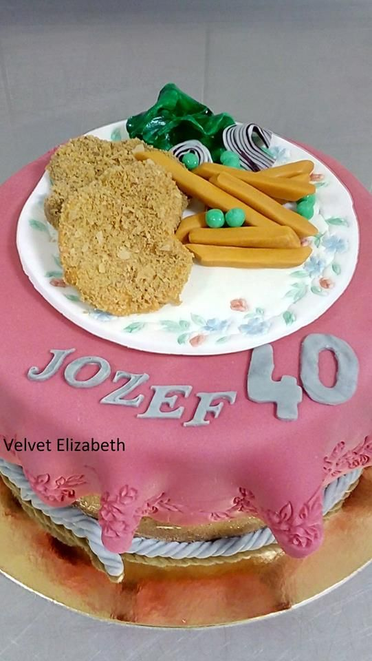 "Prekvapilo ma, ked si pani objednala tortu na ktorej musí byt oslávenca oblúbené jedlo "" rezen a hranolky"" .....tak som upiekla orechovú tortu s karamelovou plnkou a ozdobila reznom a hranolkami.....všetko naj prajem....I was surprised when the lady ordered a cake that had to be a festive meal of ""cuts and fries"" ..... so I drank a nut cake with a caramel filling and decorated the cut and fries ..... all my best ...."