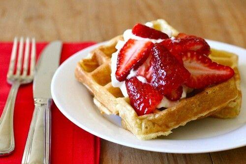 Aardbeien, wafel, slagroom