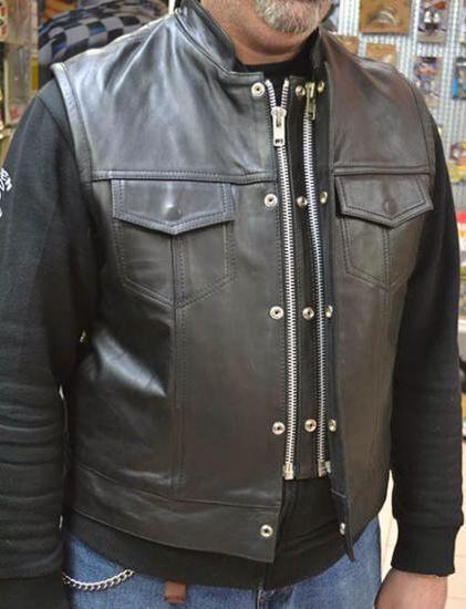 Potete trovare i ns prodotti in vendita come questo Gilèt a € 69,90, nei ns Negozi.  www.shopbikers.it Ebay http://stores.ebay.it/Bikersvillage Amazon http://www.amazon.it/s?ie=UTF8&me=A3U65GL0LP9R2J&page=1