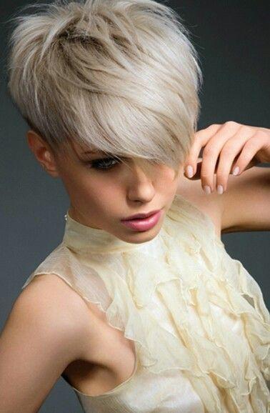 Kort kapsel blond 2017