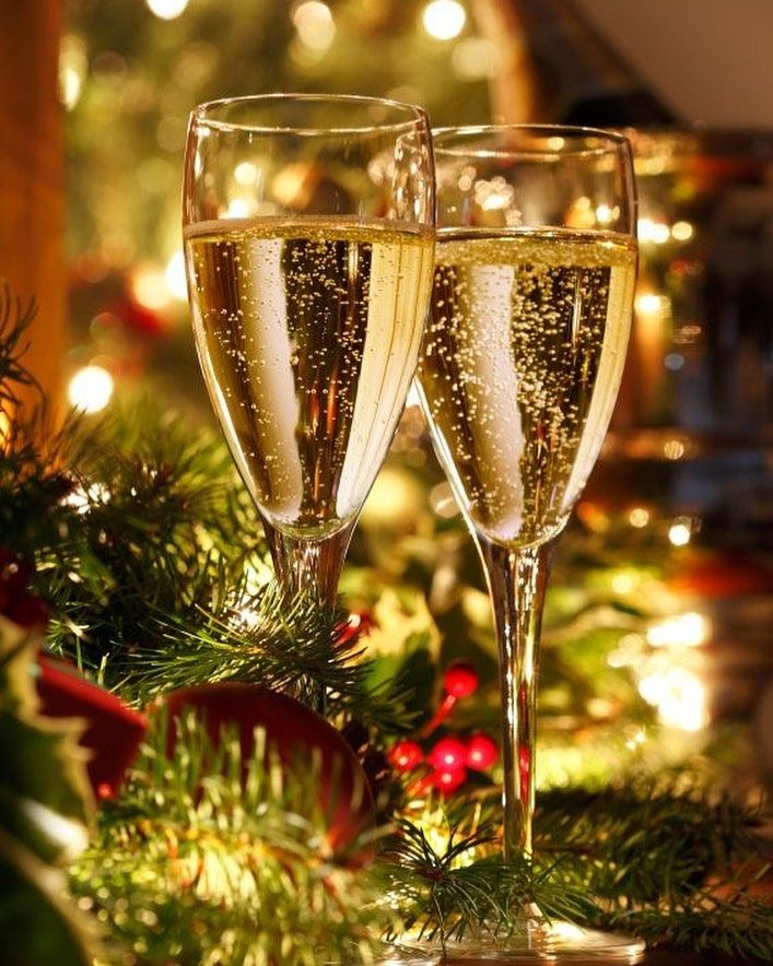 154 Moy Aresei 1 Sxolia Kerry Petrone Christmas Elite Sto Instagram Cheers To A Happy Christmas Party Nights Champagne Party Happy New Year Pictures