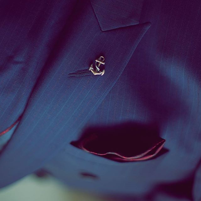 PIETER PETROS || NAVY I || Finesse is the key! Closeup of the lapel pin and peak lapel of #Navy1.