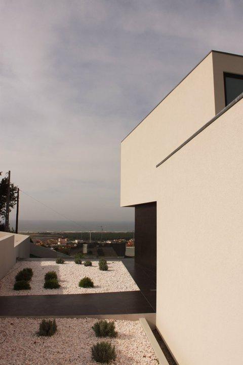 House in Areosa by Branco Cavaleiro arquitectos