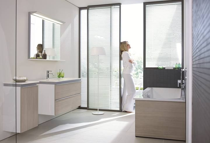 Duravit Darling New vanity with two drawers and porcelain countertop with intergrated basin also available is a semi-tall cabinet and mirror with lighting / Vanité avec deux tiroirs, plan et lavabo intégré aussi disponible petite lingerie et miroir avec éclairage