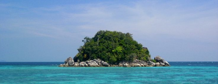 A comprehensive budget travel guide to Ko Lipe, Thailand with tips and advice on things to do, see, ways to save money, and cost information.