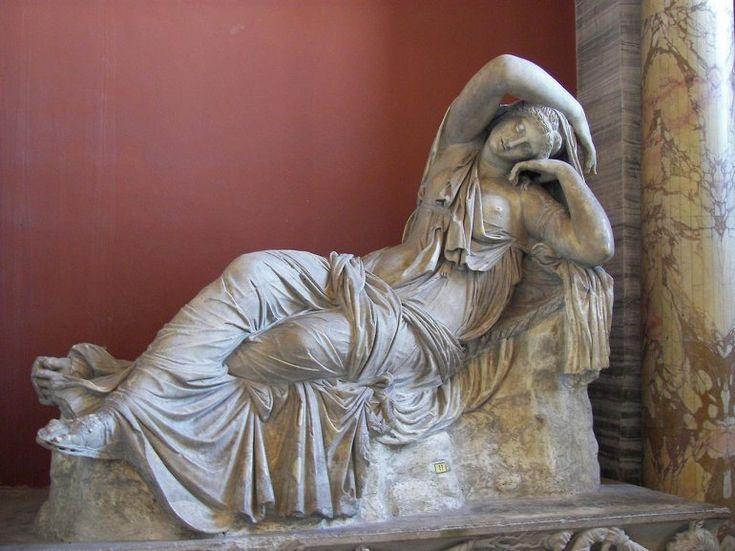 СОКРОВИЩА ВАТИКАНА.. в музее Пия-Клемента можно отметить Галерею Статуй со Спящей Ариадной