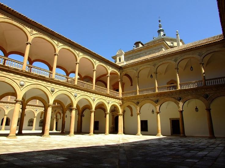 Alonso de Covarrubias. Hospital de Tavera (Toledo). Vista desde uno de los patios, al centro la galería que los separa (h. 1541).