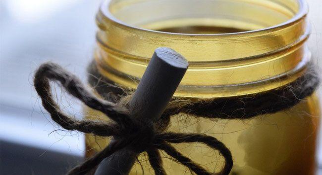 Lees hier hoe je stap-voor-stap zelf je eigen kaars maakt. Maak je eigen kaarsen met kleur en met geurolie.