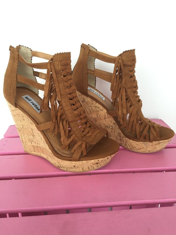 The perfect camel color wedge with fringe detail. Zips up the back right  below the