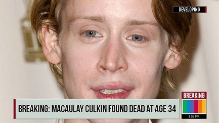 """Fake-News: Breaking News - Macaulay Culkin aka Kevin McCallister Found Dead at Age 34: The article: """"Macaulay Culkin Found Dead at Age 34,"""" published on the fake MSNBC website 'MSNBC .WEBSITE', is NOT true. The American actor and musician, who became famous for his role as Kevin McCallister in Home Alone and sequel Home Alone 2: Lost in New York, is NOT DEAD and is alive and well. The fake news about his death is spreading on social networking websites and the rest of the ..."""