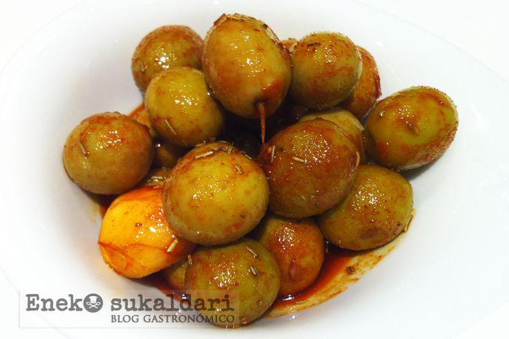 Sencilla receta paso a paso para preparar unas ricas aceitunas aliñadas caseras. Un aliño muy fácil de preparar en casa.