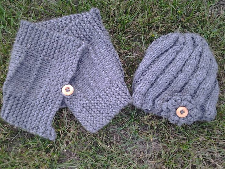 I made this cowl scarf and spiral knitted hat for my veterinarian.  Hope she likes it!