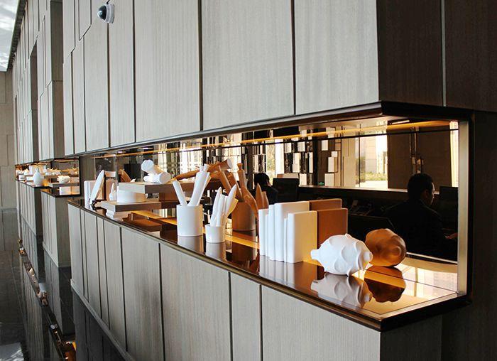Four Seasons Place shanghai: mirror splash back