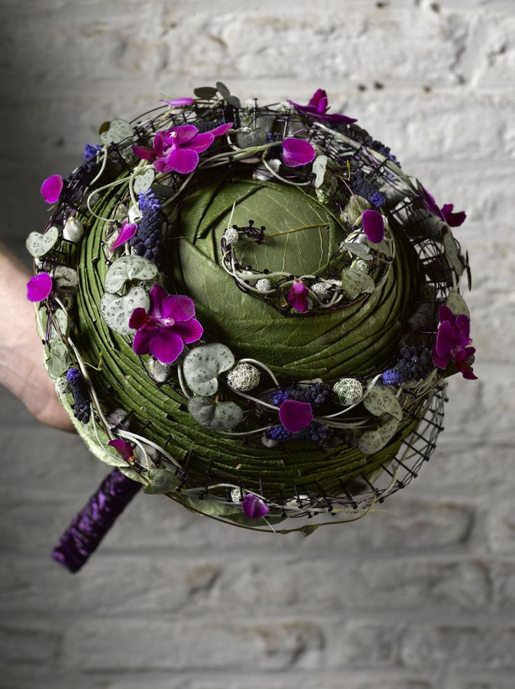 Check out the details! AMAZING!! Hanneke Frankema • Valentijn Sneek unusual wedding bouquet #unique #wedding #bouquet