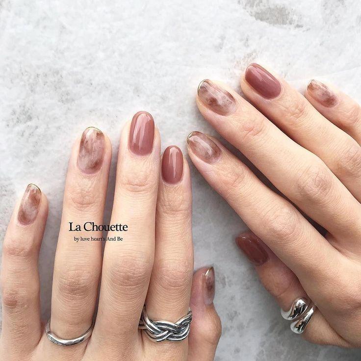 """miyu on Instagram: """"pink brown 𓍼゜ . 華奢なgoldラインがかわいい 𓂃 . . #nail #lachouette #ラシュエット #冬ネイル #春ネイル #ニュアンスネイル #お洒落ネイル #トレンドネイル #ショートネイル #ネイル"""" #acrylicnailstrends"""