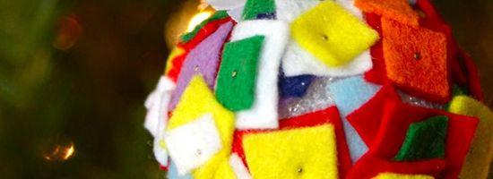 Palline di Natale realizzate con quadretti di stoffa.  #palline #natale #faidate #stoffa