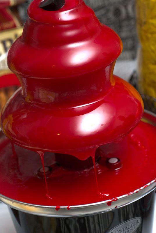 Rote Schokolade bzw. eingefärbt, wie genial ist das denn? Blut-Schoko-Fondue...