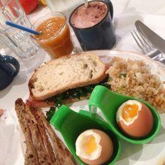 Restaurant Côte d'Azur : le Blog Mister Riviera vous livre ses adresses préférées du Vieux Nice. Brunch et déjeuner avec les légumes du marché au restaurant Café Marché, rue de la Barillerie, Nice, Côte d'Azur. #NiceMoments #CotedAzurFrance #CotedAzurNow