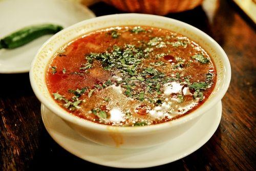 Ez egy erdélyi leves amit anyósomtól tanultam. :) Nagyon finom és laktató! Hozzávalók  fél kiló savanyú káposzta, 1 kg sertés hús, 1 konzer