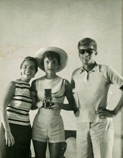 A rare photograph of Ethel Kennedy, left, Jackie Kennedy and the president from 1954, before he was in the White House. (x)