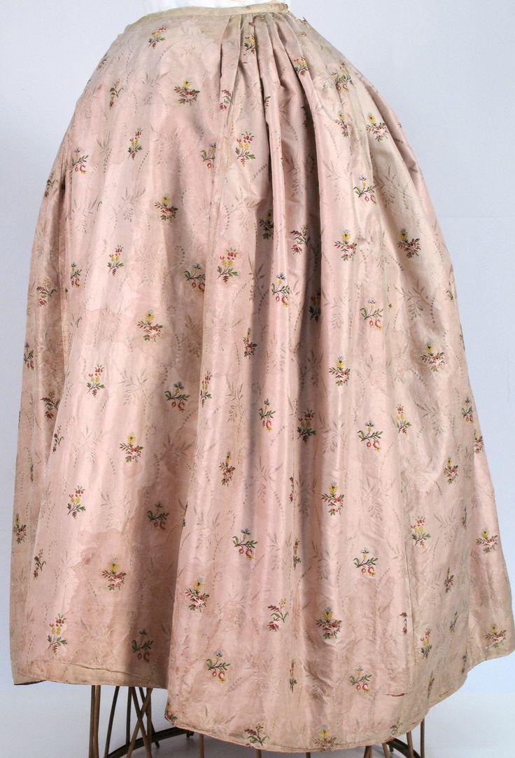 18e eeuwse zijden rok uit het Zaans museum , ZOV-collectie nr:zov-02249