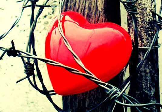 Δοκίμιο: «Η καρδιά δε βολεύεται»  Γράφει η Χριστίνα Γεωργαλλή http://fractalart.gr/i-kardia-de-volevetai/