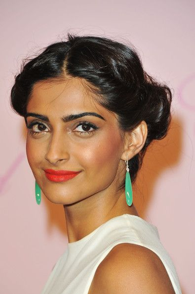 Sonam Kapoor - great summer makeup