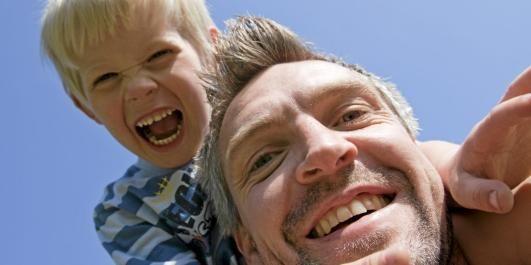ROS, IKKE RIS: Gi alltid minst fem ganger så mange positive som korrigerende tilbakemeldinger, oppfordrer boka Foreldrelappen.