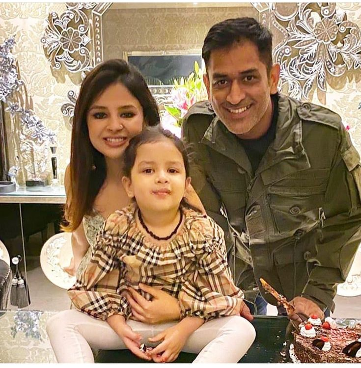 M.S. Dhoni with wife Sakshi and daughter ziva Famous