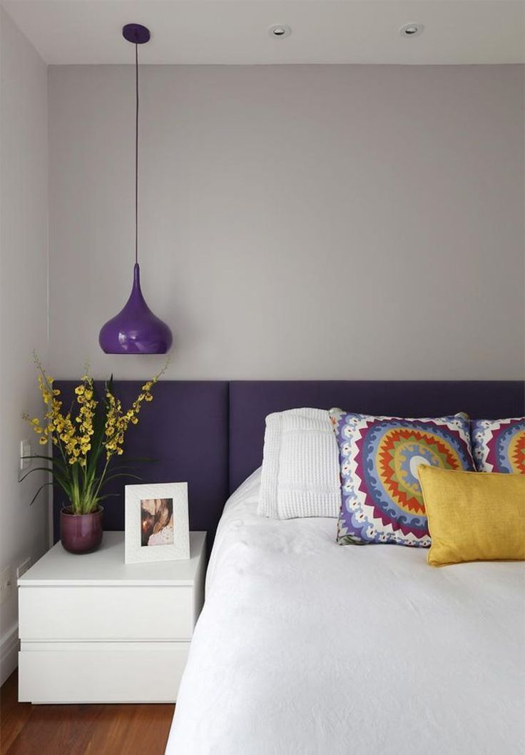 Cabeceira roxa *.* ou cinza? Modelo clean..sem aqueles botões e melhor ainda na parede toda..#cabeceira #cabeceiraroxa #cabeceirasembotao