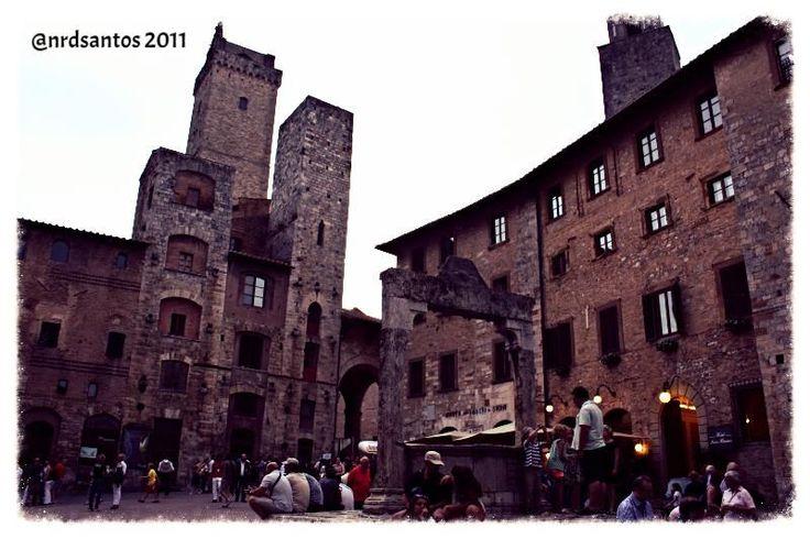 Piazza della Cisterna, San Gimignano (2011)