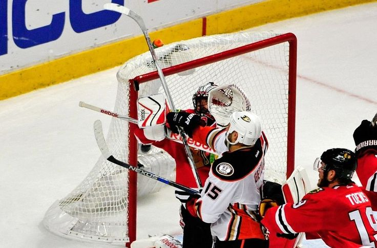 Blackhawks vs Ducks Game 7 Decider: 2015 Stanley Cup Playoffs - http://movietvtechgeeks.com/blackhawks-vs-ducks-game-7-decider-2015-stanley-cup-playoffs/-The Chicago Blackhawks staved off elimination on Wednesday night with a 5-2 victory over the Anaheim Ducks in game six of their best-of-seven series. The result sets up a game seven in the Western Conference Finals