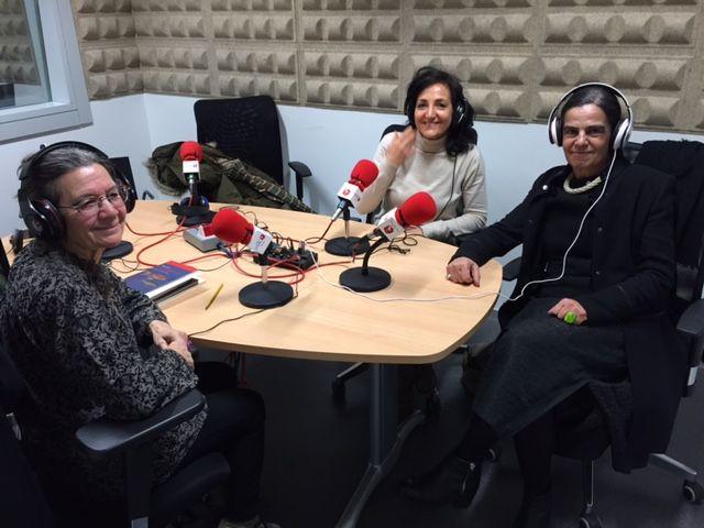 22 de marzo de 2017. Nona Domínguez charla con  Aurelia Rodríguez y Veneranda Corral sobre sus lecturas.