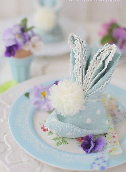 The cutest Easter Bunny napkins. A pompom bobtail!