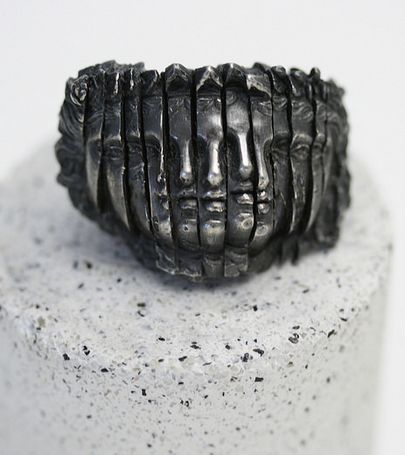 Jewelry | Jewellery | ジュエリー | Bijoux | Gioielli | Joyas | Art | Arte | Création Artistique | Artisan | Precious Metals | Jewels | Settings | Textures | Rara Avis: Joy Bonfield - Scuptural jewelry - Oxidized silver ring