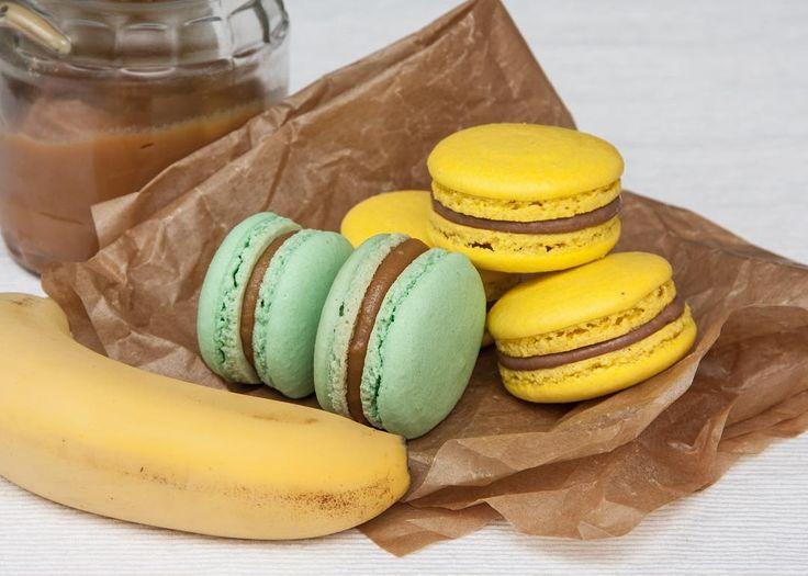Co říkáte na makronky?Tentomandlovécukroví se stává velmi populární.Na povrchu křupavé uvnitř měkké a vláčné. Dneska mámemandlové makronky se slaným karamelem a čokoládu s banánem.  Популярность этого миндального пирожного растет. Сегодня начинка соленая карамель и шоколад с бананом.  #macaron #macarons #glutenfree #frenchmacarons #handmade #banan #karamel #instabaking #happybirthday #narozeniny #makaronspodebrady #bezlepkový #pečení #cukroví #sweetcakes #czech #czechrepublic #podebrady…